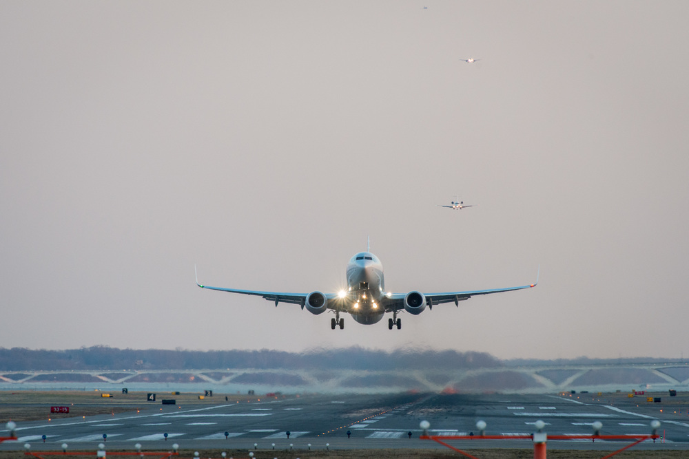 American Airlines Boeing 737 taking off from Ronald Reagan Washington National Airport