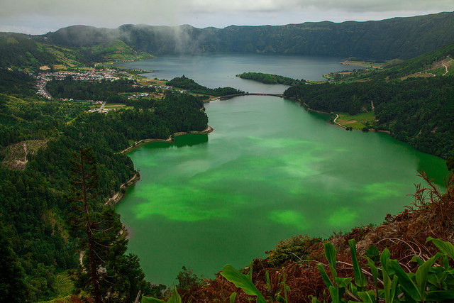 Lagoa des Sete Cidades, Sao Miguel, Azores by Cinty Ionescu via Flickr.com, (cc) some rights reserved
