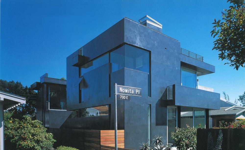 GA House-Floating House 1.jpg