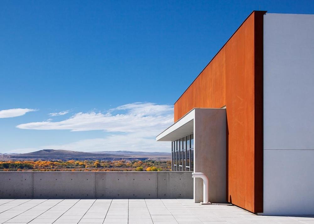 Pueblo of Isleta Tribal Services Complex Concourse looking South.© Kirk Gittings