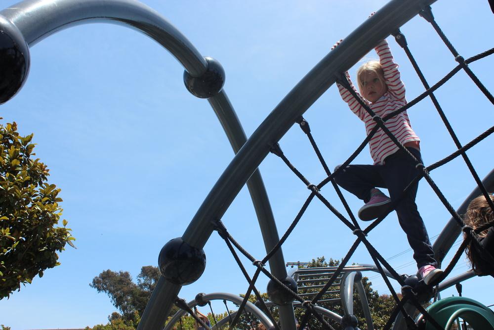 Pieke climbs.
