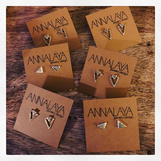 Tonight's the night! Drinks, food, and jewelry @denvermilkmarket 5-9pm! . . . #ANNALAYA #giftideas #denverstyle #holiday2018 #shopsmall #creativelifehappylife #creativelife #createeveryday #minimalist #thenativecreative #create #seekthesimplicity #minimal #nothingisordinary #madeinusa #madeindenver #creativityfound #minimalstyle #thecreativenow #pursuepretty #flashesofdelight #thehappynow #designprocess  #oneofthebunch #designer #creativeminds #jewelrydesigner #handmadejewelry