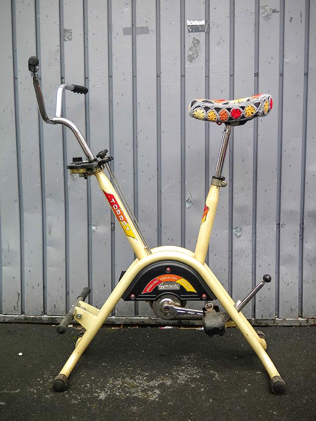 bicicleta estática TORROT - con sillín al estilo crochet en @ciclofficinabilbao