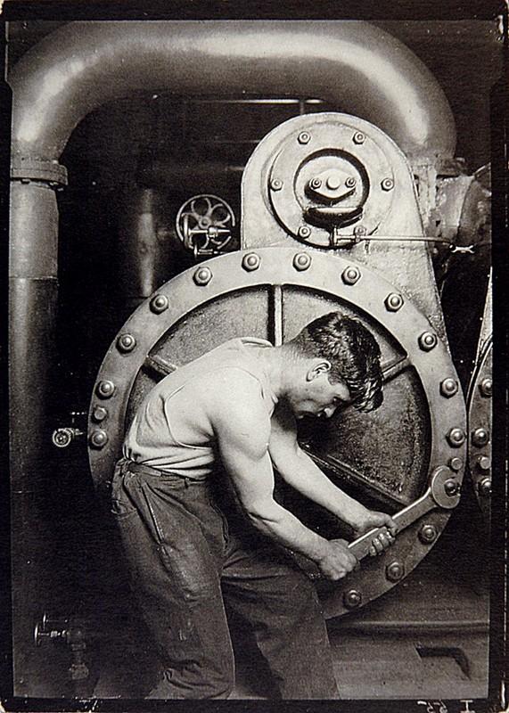 """""""Ajusteur - mécanicien d'une centrale électrique"""", 1920, HINE, Lewis, Paris, Musée Carnavalet, 1990."""