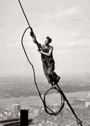 """""""Icare au sommet de l'Empire State Building"""", 1931, HINE, Lewis, Paris, Musée Carnavalet, 1990"""