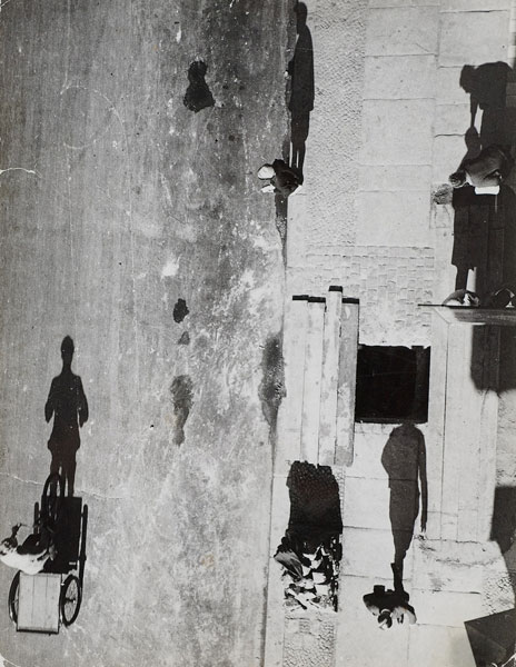 Otto Umbehr, photo taken from http://temple-of-light.blogspot.com/2011/02/otto-umbehr.html. Beautiful example of vertical lines created by the shadow of back sunlight.