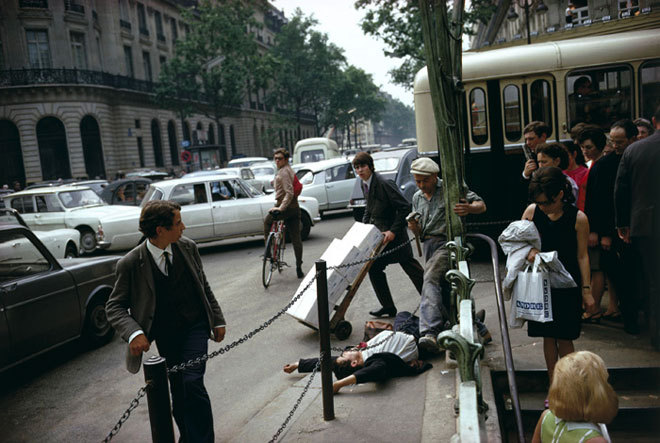 Joel Meyerowitz, (1973)  Paris.  [print] [online image]. Place: Edwynn Hook Gallery, NY. Available from: http://www.egodesign.ca/en/article_print.php?article_id=30 [Accessed 12 May 2014].