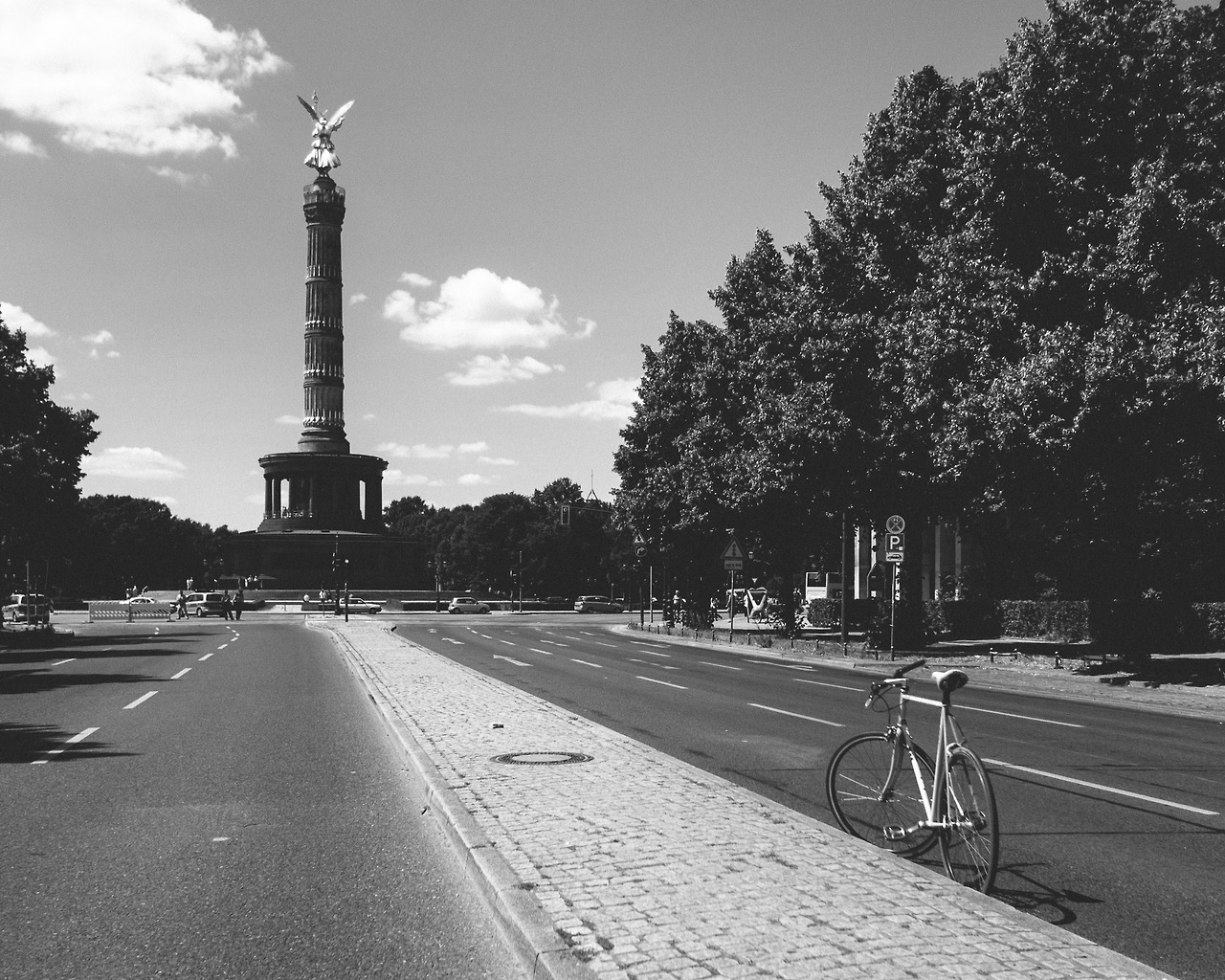 On a Saturday ride through Tiergarten
