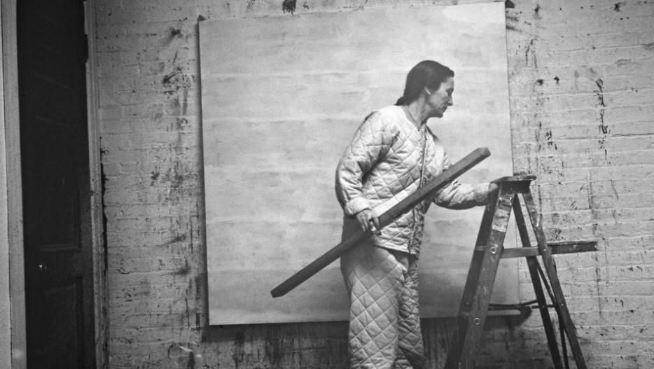 Agnes Martin with level and ladder, 1960
