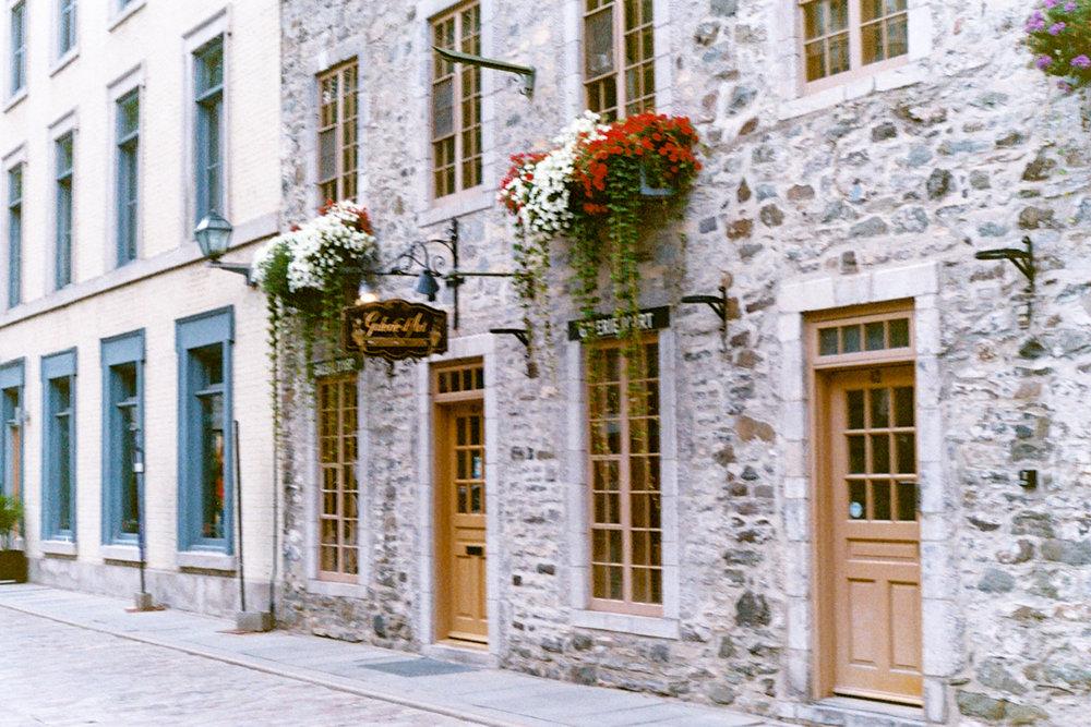 Azzari Jarrett | Pentax K1000 | Film | Quebec City