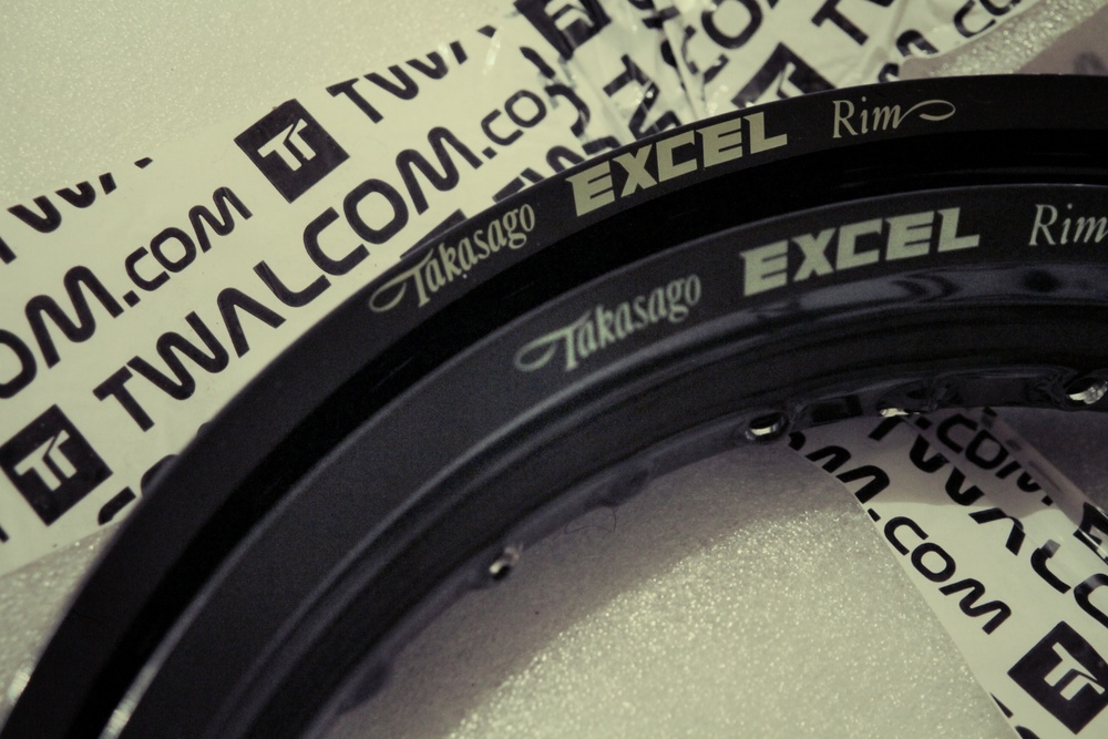 "Excel rims: 1,6"" front and 2,5"" rear"
