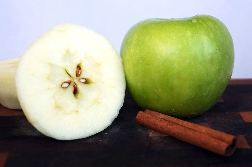 Apples + cinnamon = Yum! // TheCuriousCoconut.com