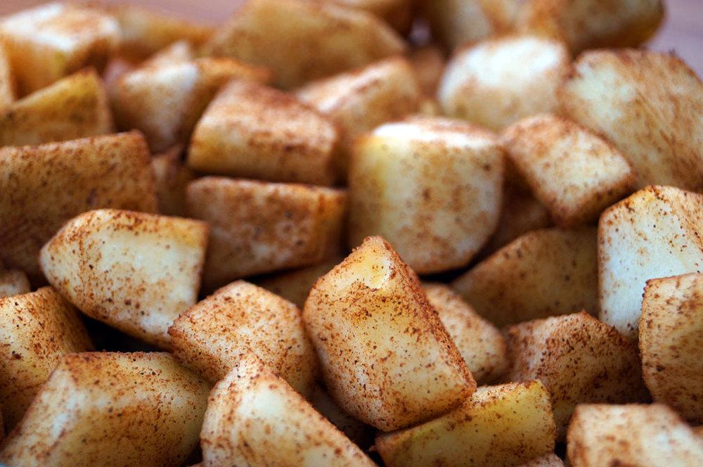 Cinnamon-coated apple cubes