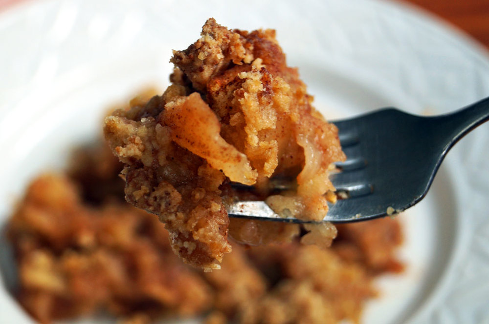 Grain-free, #paleo apple crisp -- just like your grandma's! // TheCuriousCoconut.com