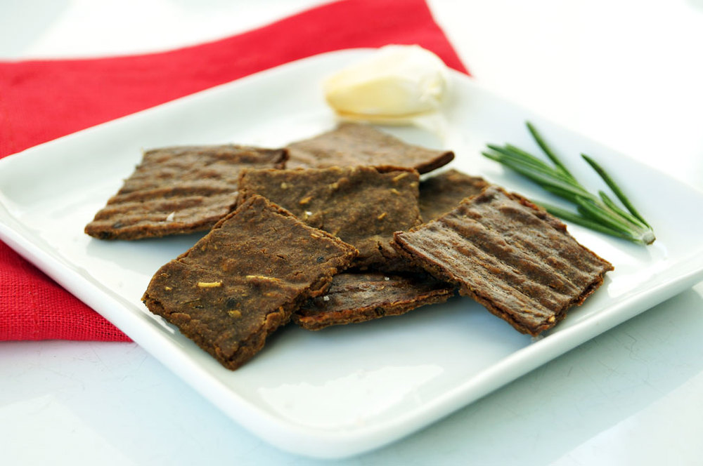The Perfect Paleo Crackers: garlic rosemary plantain flour crackers (nut-free, autoimmune paleo) ::: TheCuriousCoconut.com