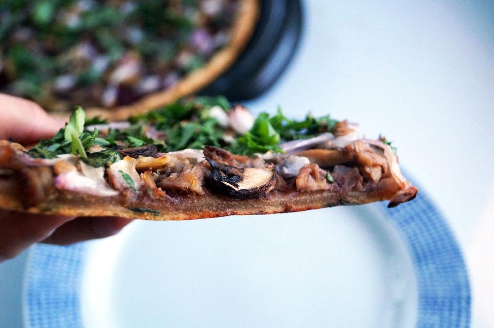 Autoimmune paleo BBQ Chicken Flatbread Pizza // TheCuriousCoconut.com #aip #paleo
