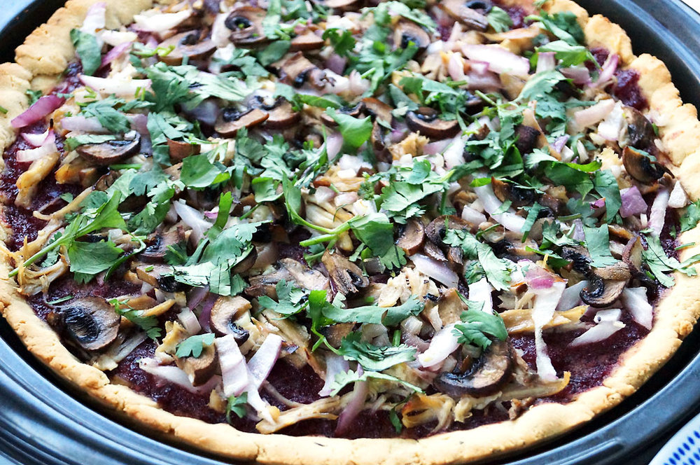 Autoimmune paleo BBQ Chicken Flatbread Pizza // TheCuriousCoconut.com #aip #paleo