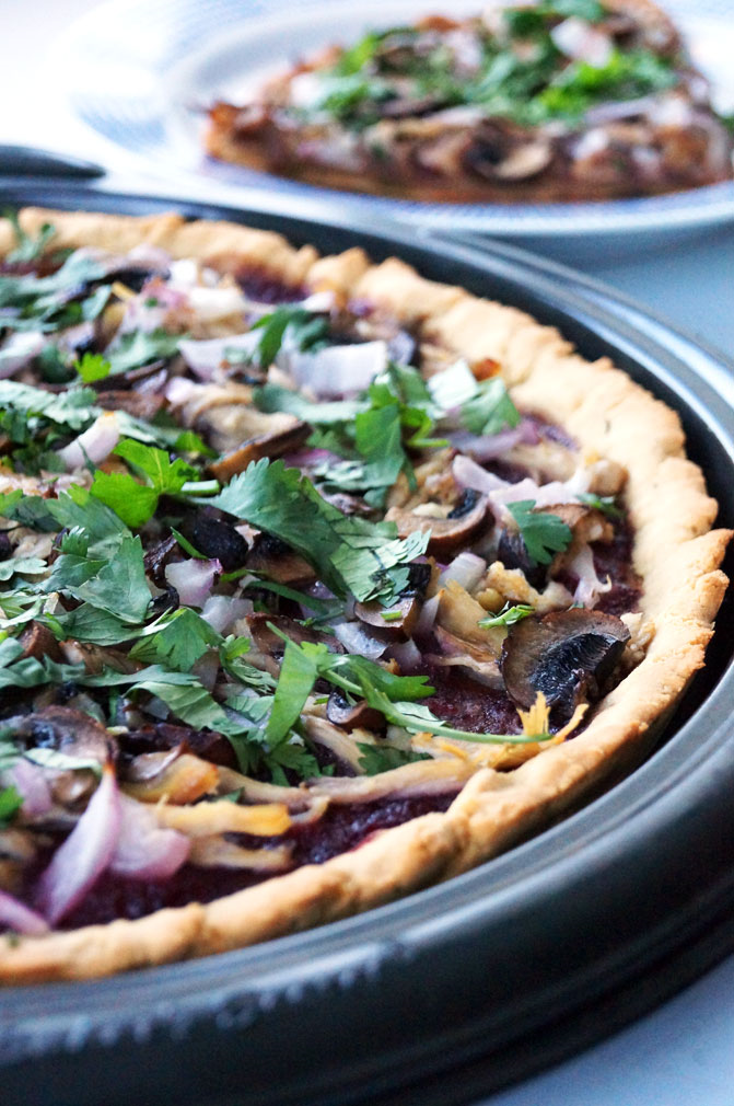 AIP BBQ Chicken Flatbread Pizza // TheCuriousCoconut.com