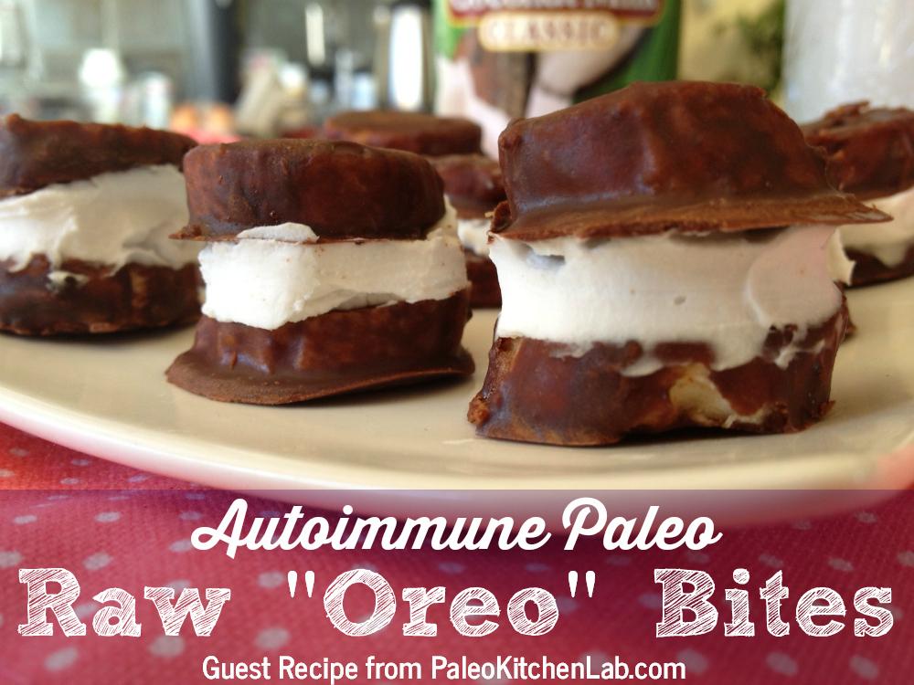 "Autoimmune Paleo Raw ""Oreo"" Bites // TheCuriousCoconut.com"