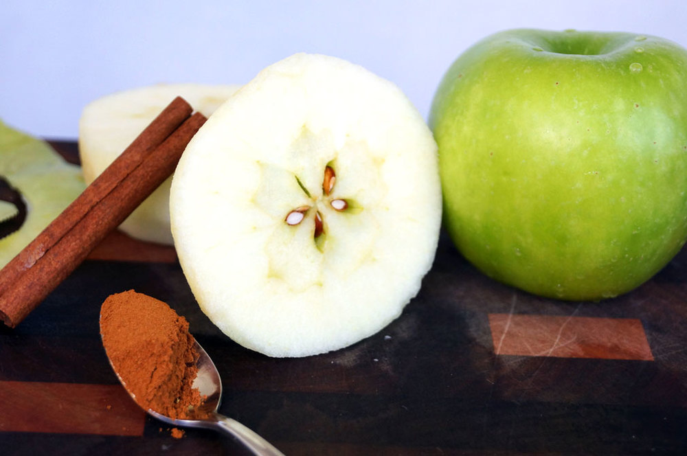#paleo apple crisp ingredients // thecuriouscoconut.com