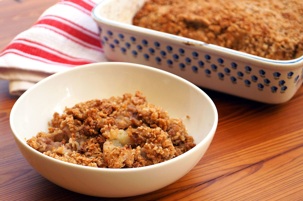 AIP apple crisp // thecuriouscoconut.com #paleo #fallrecipes #glutenfree