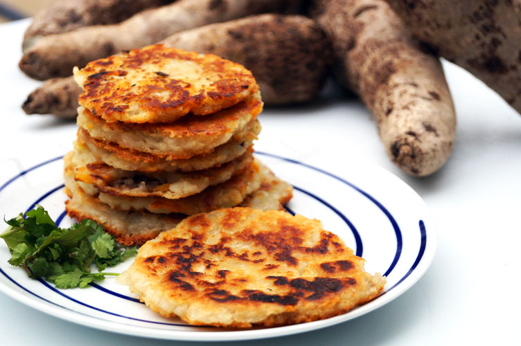 Grain-free Colombian-style arepas (#paleo, #AIP) // TheCuriousCoconut.com