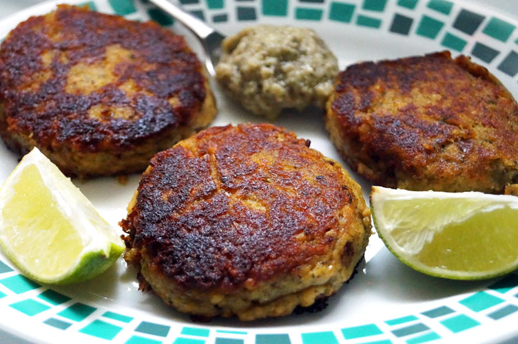 5 Ingredient Salmon Patties (Paleo, AIP, Egg-Free) // TheCuriousCoconut.com
