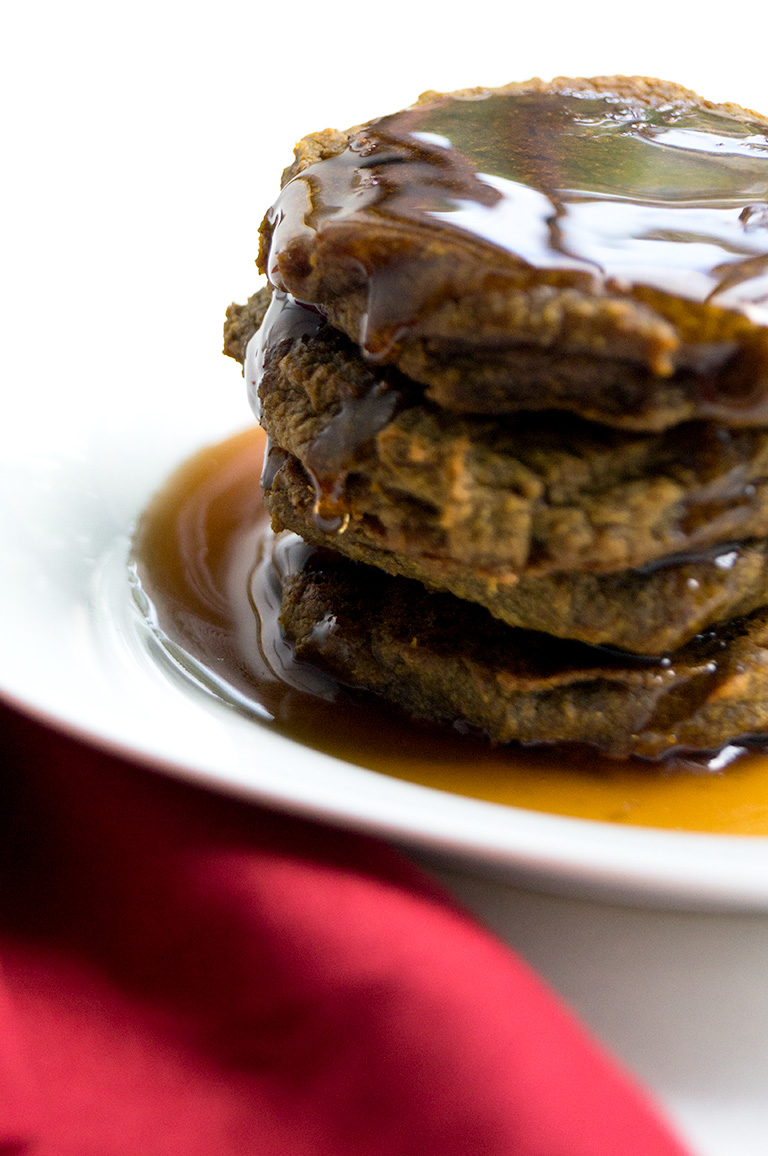 Easy 5-Ingredient Autoimmune Protocol (AIP) Plantain Pumpkin Pancakes (Egg-Free, Paleo, Vegan) // TheCuriousCoconut.com