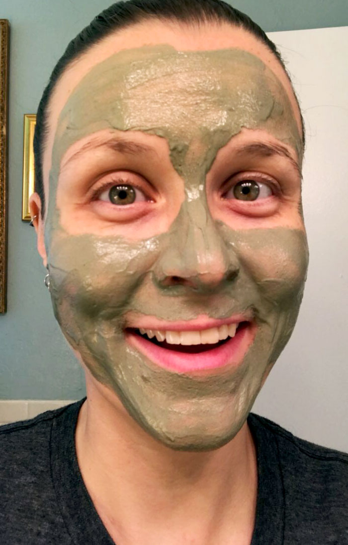 green clay mask selfie