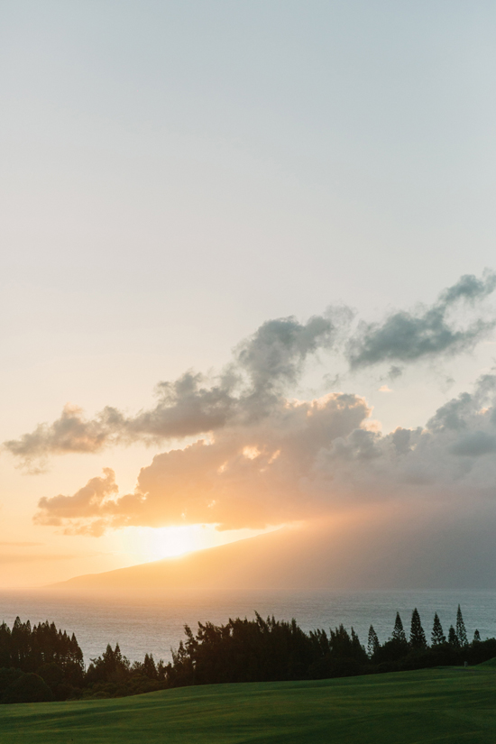 27-sunset-wedding-on-hawaii-@weddingchicks.jpg