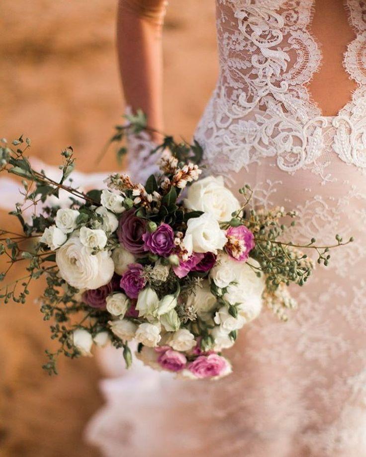 700de0e0292d1f5748afc3bce6935edf--lace-wedding-gowns-lace-weddings.jpg