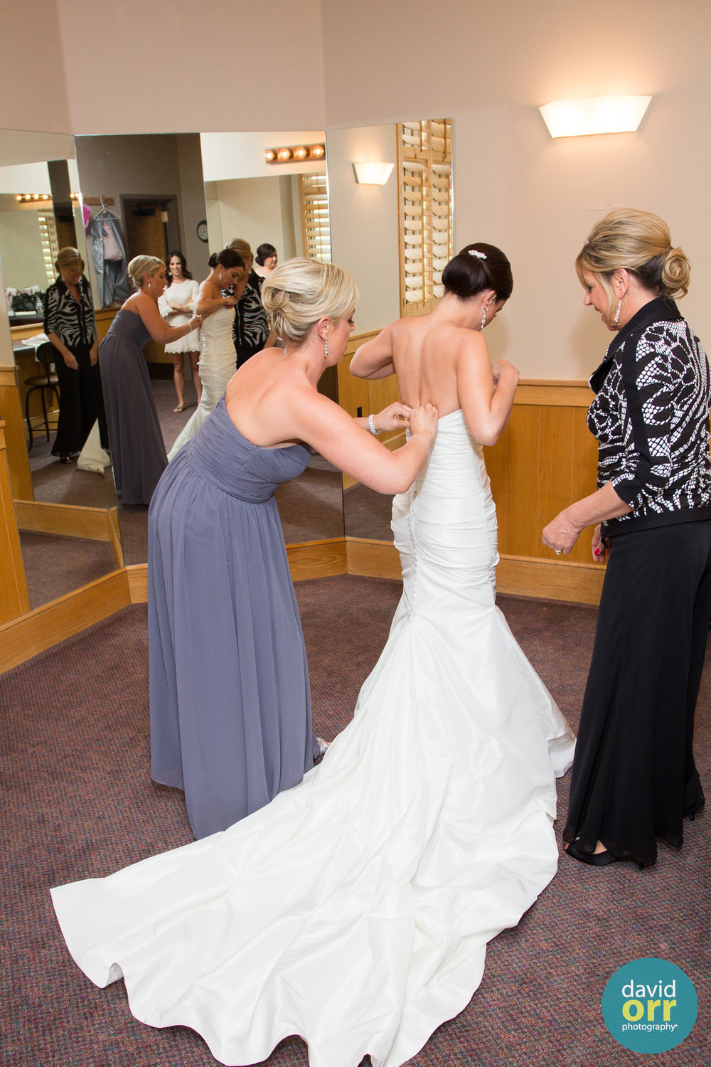 dressing the bride_David Orr Photography
