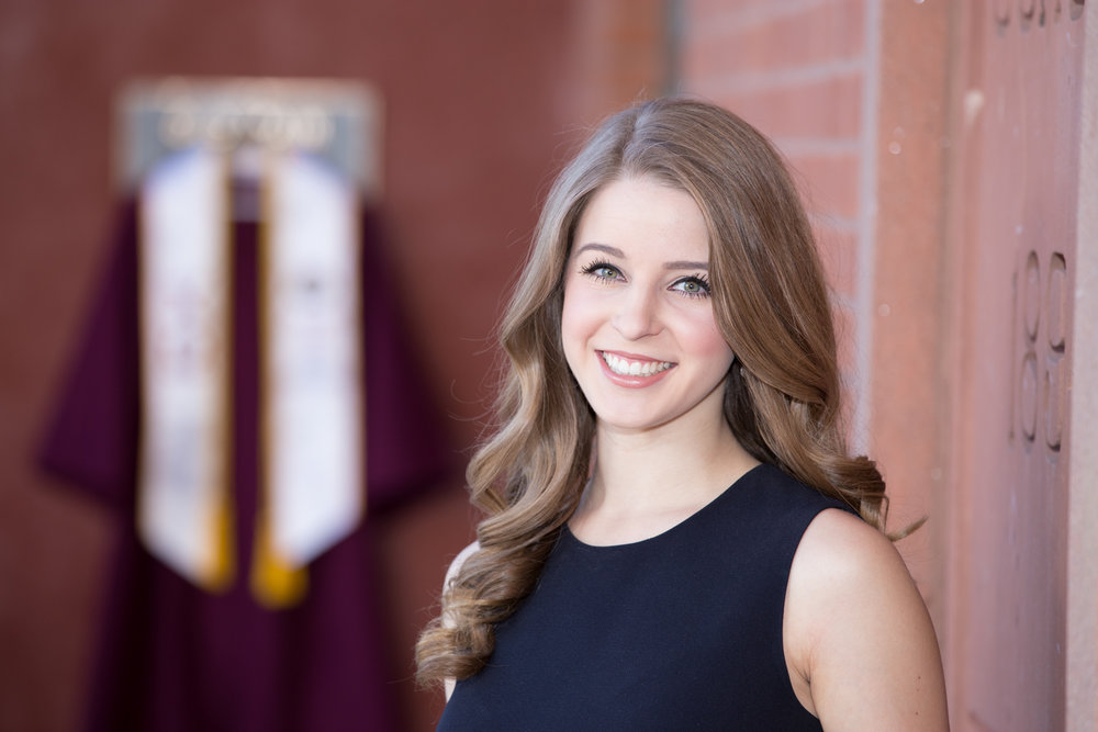 StephanieHendrixson_GraduationPortrait_14.jpg