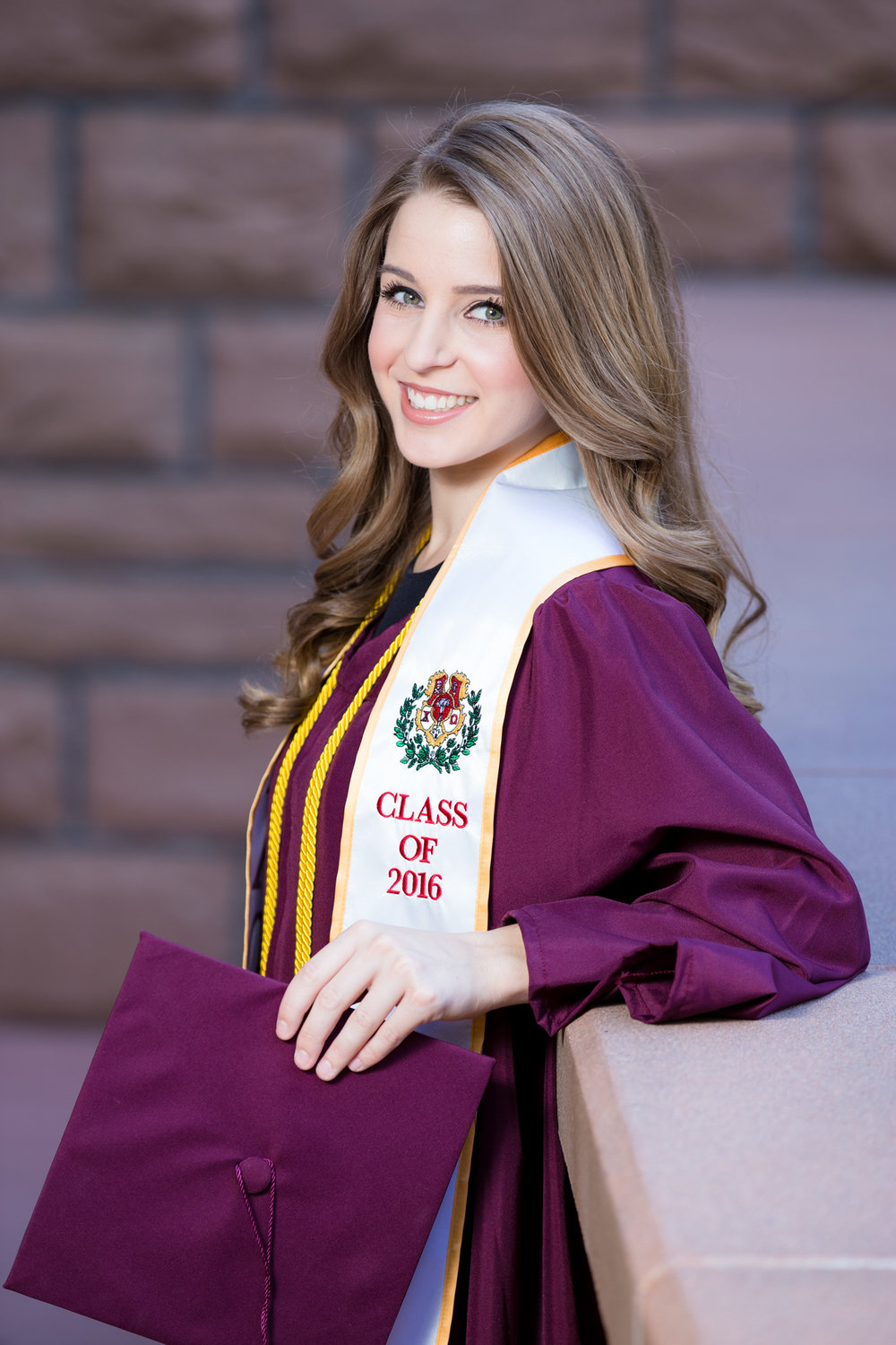 StephanieHendrixson_GraduationPortrait_47.jpg