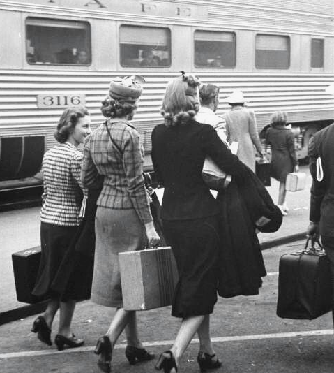 Three-Ladies-Suitcases-Train-Platform.png