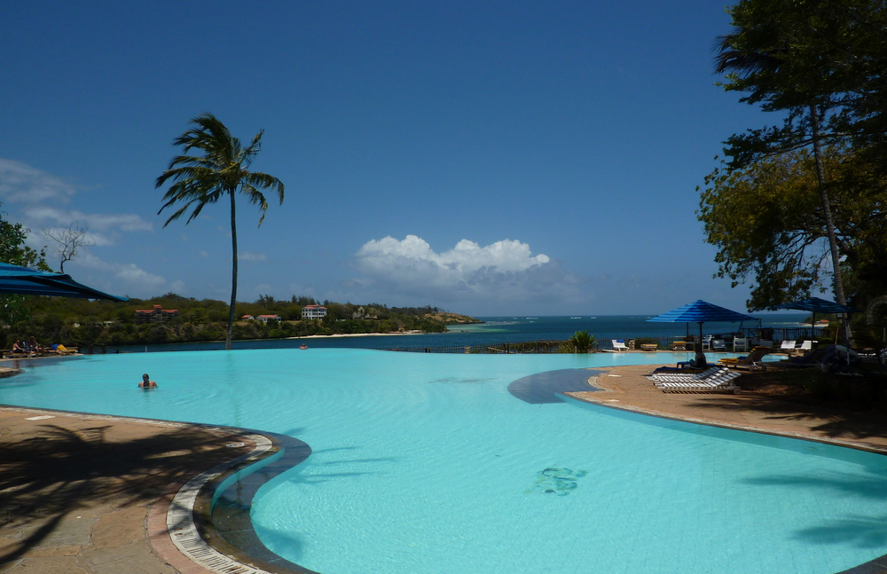 The amazing infinity pool overlooking the creek & Indian Ocean.