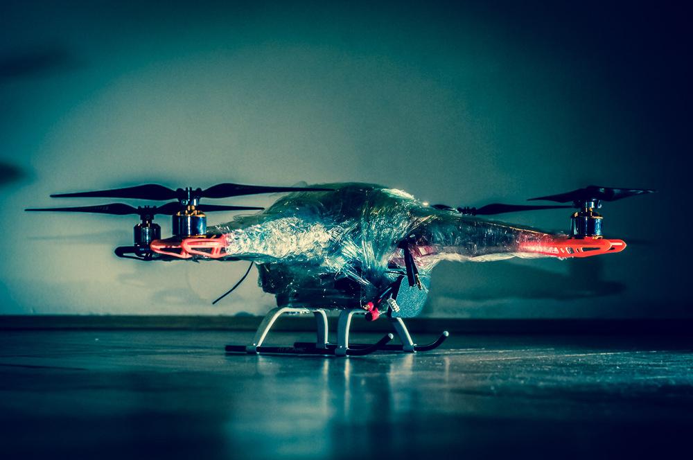 15. ledna 2013 Vrtulník + asi 20 metrů potravinářský fólie + pár metrů izolepy = MRTĚ VOBLEPENEJ VRTULNÍK.