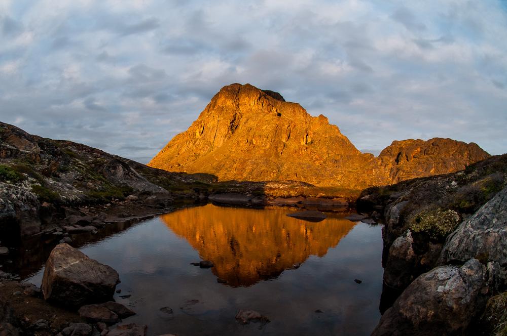 Hned první večer v divočině nás odměnil několikaminutovou světelnou show v okolí hory Nasaasaaq (784 m) u přímořského Sisimiutu.