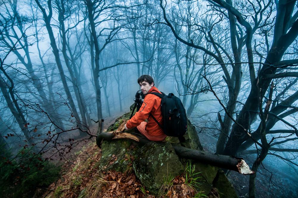 28. dubna 2013   Momentka z neformálního fotografického semináře, který proběhl tento víkend v krajině Českého Švýcarska se studenty Přírodovědecké fakulty UK. Počasí bylo popravdě brutální, od okamžiku kdy jsme přijeli na místo, až do momentu kdy jsme nasedali zpět do aut. Nicméně i tak nám bylo v mlze a dešti naprosto krásně :-) Akce proběhla v rámci aktivit nově vzniklého Přírodovědného fotoklubu a třeba nebyla poslední?
