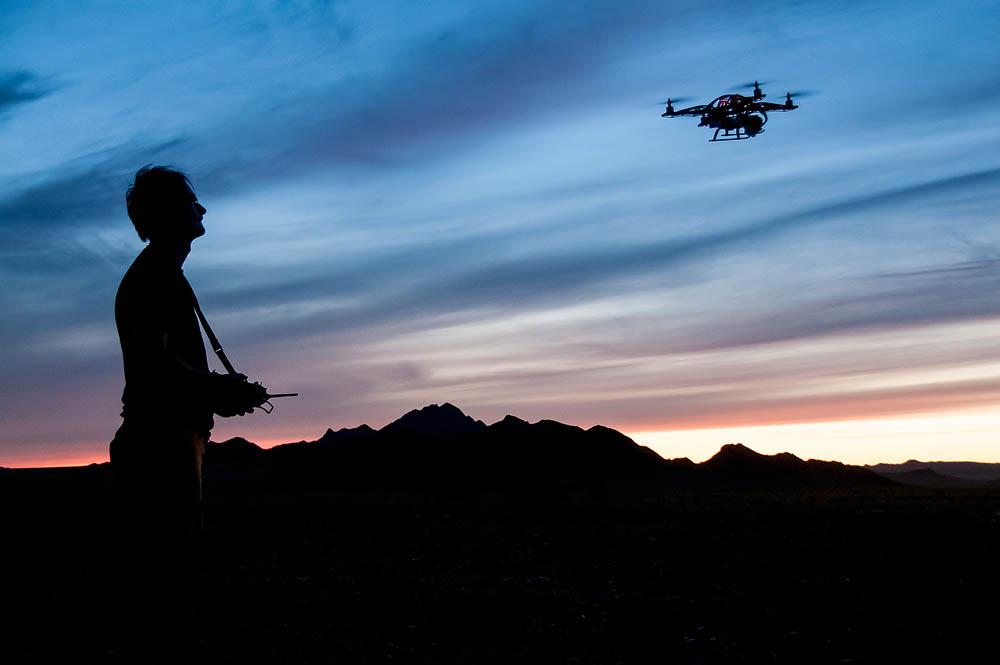 29. června 2013, Gobi B, Mongolsko Létání za bezvětrného západu slunce je vlastně čistá radost. Fotografie © Jaroslav Šimek