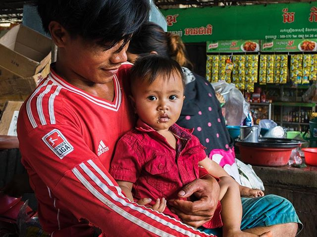 A portrait of a man and his child in the Banlung market.  #JSphoto #Adventure #Discover #Explore #Cambodia #motorbiketrip #Banlung #NatGeo #backpacker #portriat #photography #Nikon #nikon1j5 #followme #travel #streetphotography