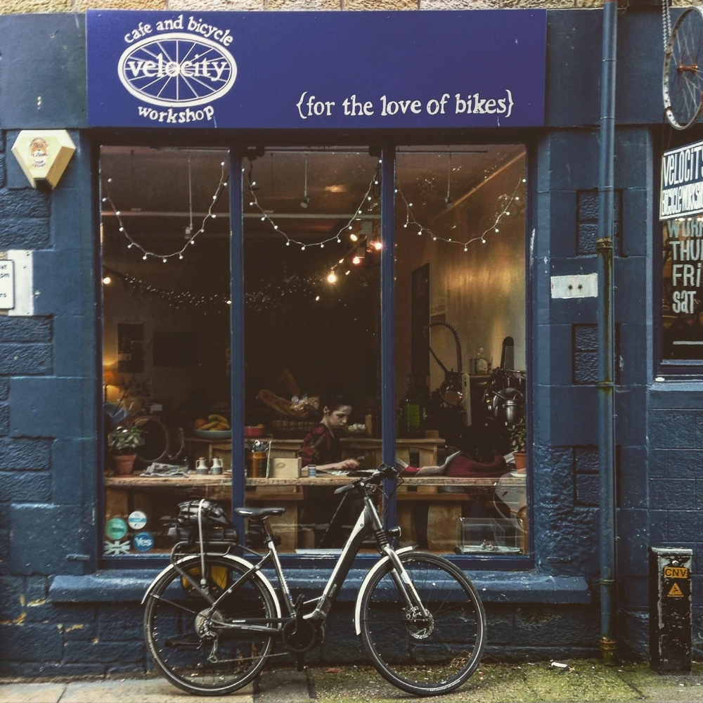 e_bike_cafe.JPG