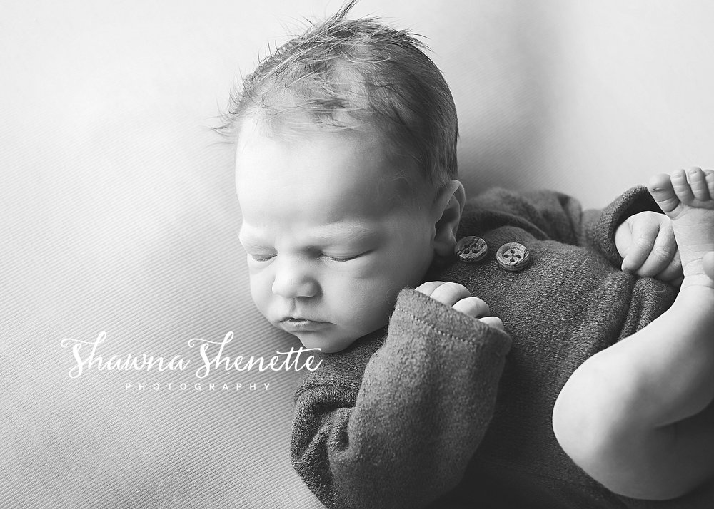 TE5A1052-2_BW_Millbury MA Newborn Photographer Massachusetts Worcester Newborn Photos Baby Boy Mini Session