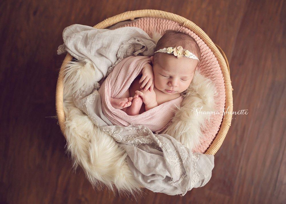 Worcester MA Newborn Baby Girl Photographer Auburn Millbury Sutton Boston Metrowest Newborn Photos Sweet Baby Girl Photos_0031.jpg