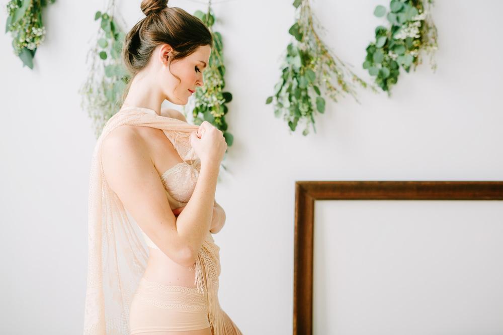 claireloveslove_millay vintage_kinfolk inspired boudoir017.jpg