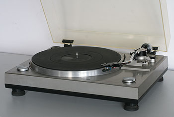 Sansui P-50 belt drive with a standard stylus mount.