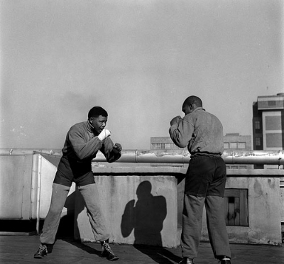 © Bob Gosani, Mandela Boxing, 1957. Published in Drum Magazine