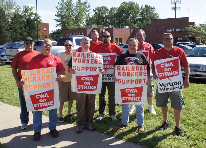 Rail Solidarity Picket with Verizon Strikers 8-11.jpg