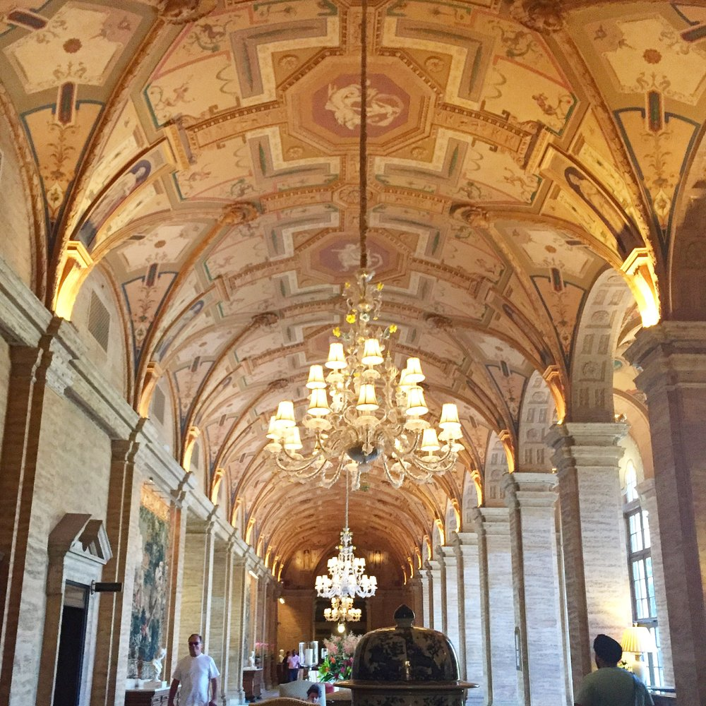TheBreakers-lobby-high-ceilings