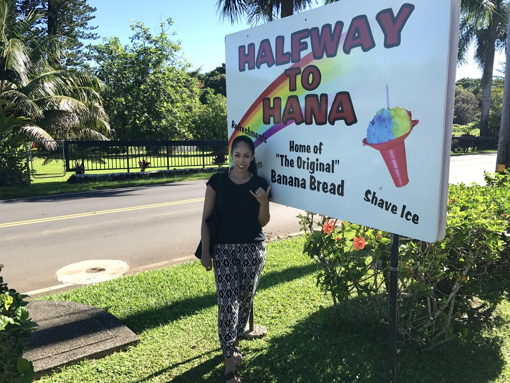 halfway-to-hana-sign-one-week-maui-itinerary